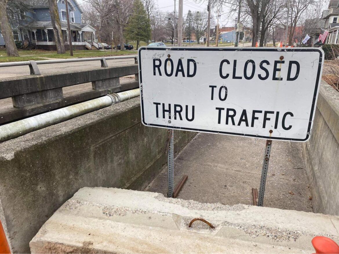 THE NORTH SIDE PEDESTRIAN CROSSING OF THE EAST ERIE STREET BRIDGE IS CLOSED